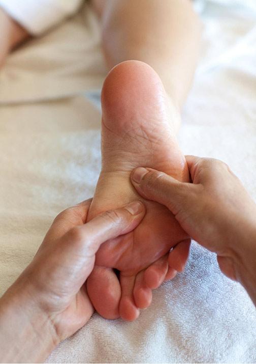 Massage AromaTouch soins naturels aromathérapie Djamila Rey Genève Meyrin